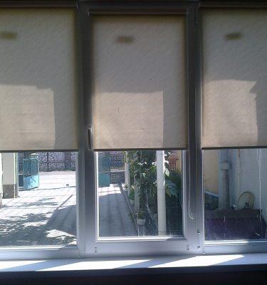 Металлопластиковые окна + тканевые ролеты
